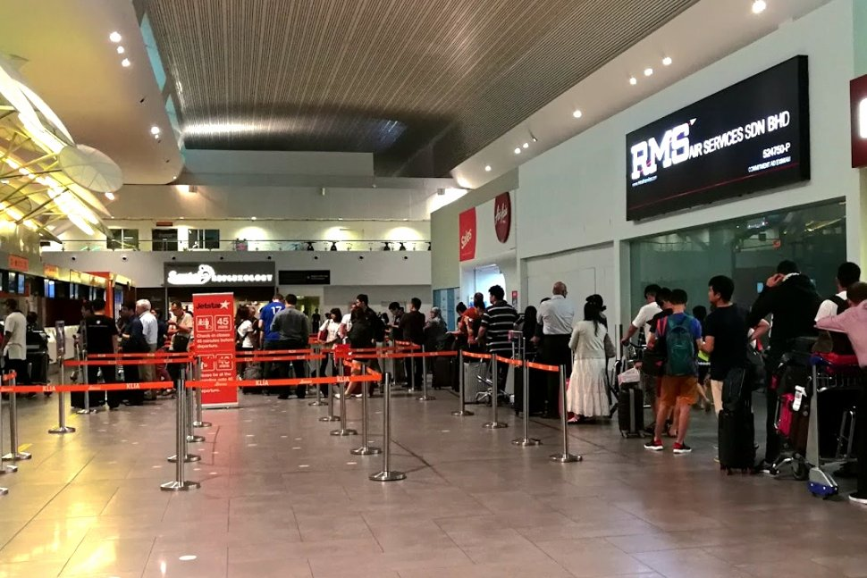 Long queue for checking-in passengers