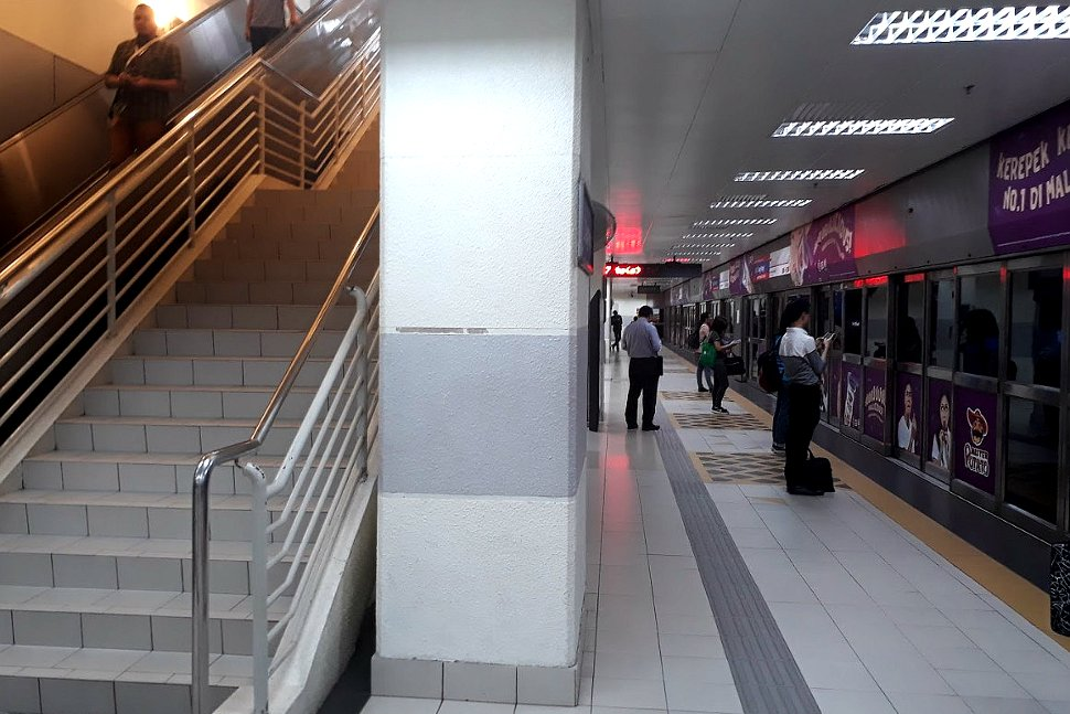 Access to boarding level at LRT Station