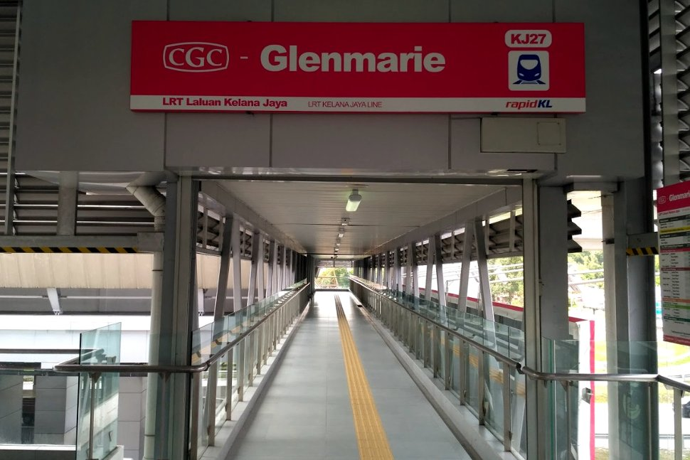 Pedestrian bridge to the Glenmarie LRT station