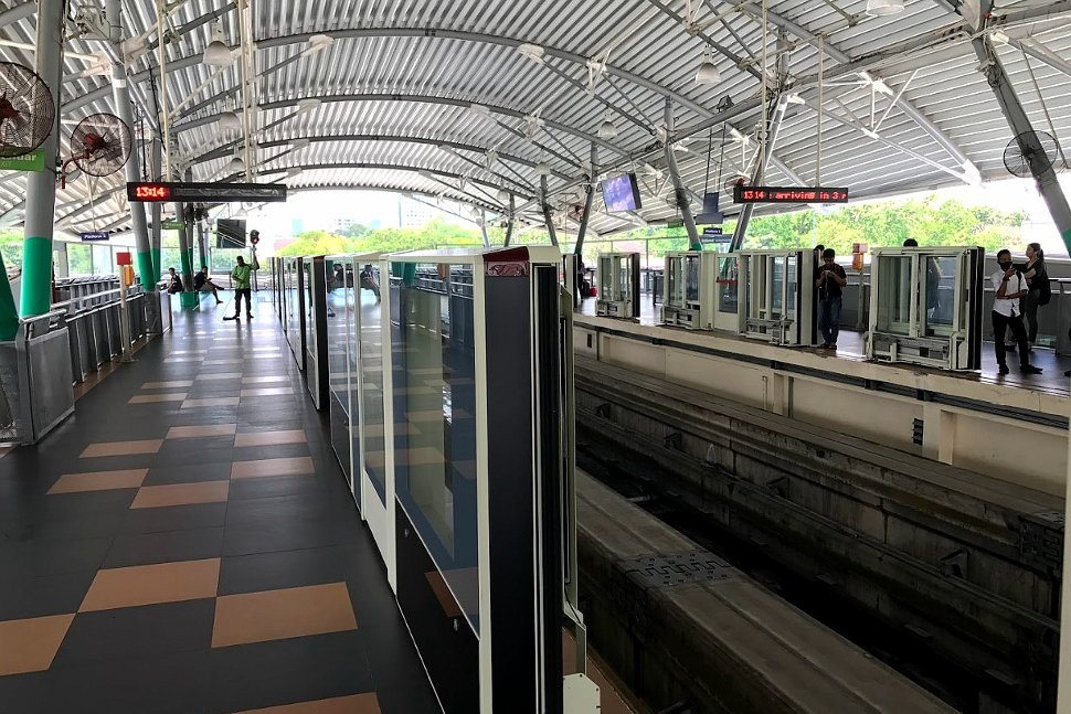 Boarding platform at the monorail station
