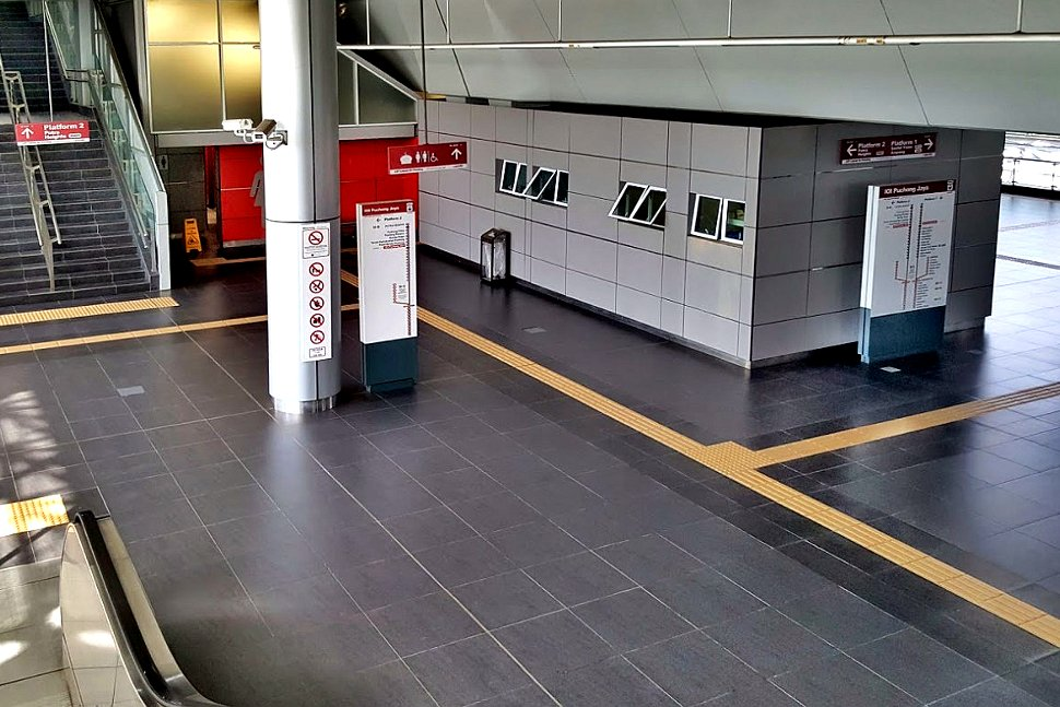 Concourse level of LRT station