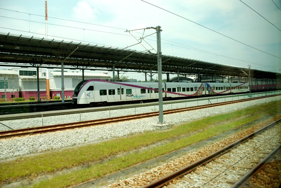KLIA Ekspres train passing the ERL Station