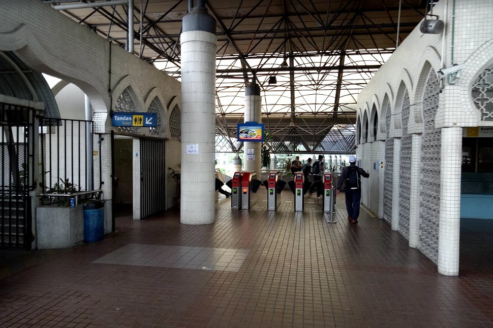 Faregates to enter the KTM station