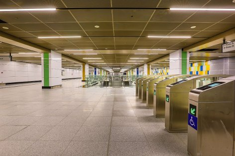 Concourse level of Maluri station