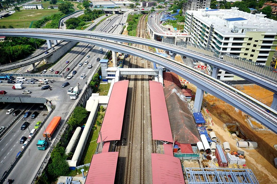 View of the completed MRT guideway crossing over Jalan Kuala Selangor. (Jan 2016)