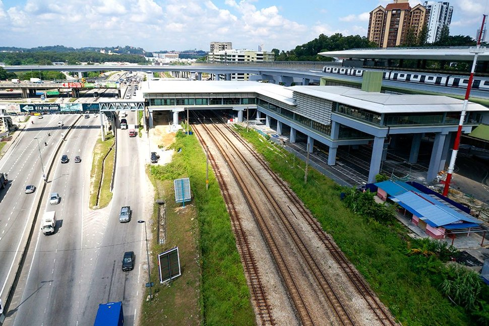 View of the completed Sungai Buloh MRT Station with the common concourse with the Sungai Buloh KTM Station over the KTM tracks. Also seen is an MRT train undergoing testing. (Nov 2016)