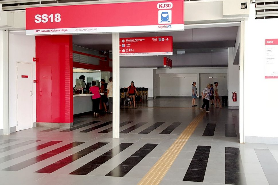 Concourse level at SS 18 LRT station