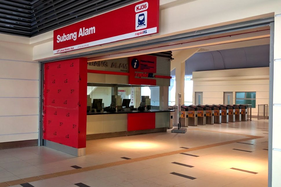 Concourse level at Subang Alam LRT station