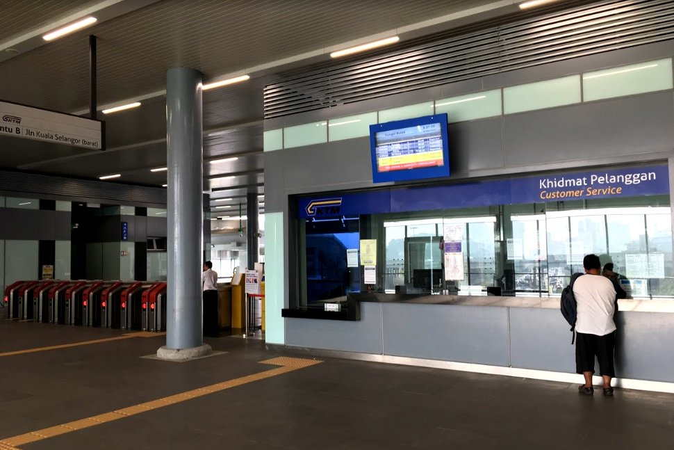 Ticket counter and the faregates at common concourse