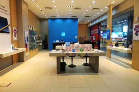 Celcom store at the klia2